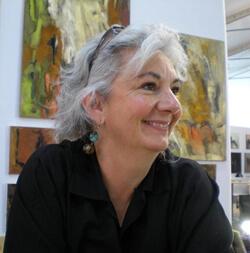 Portrait de l'artiste peintre contemporain Frédérique Clément